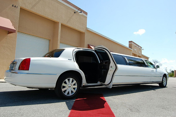 lincoln stretch limo 1 cleveland